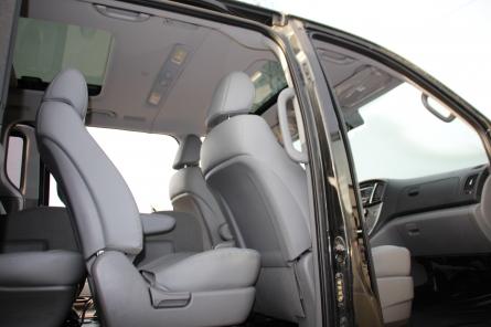 Grand Starex 4wd в максимальной комплектации. Серый-металлик, 2016 года выпуска, «Modern Special 4WD» .